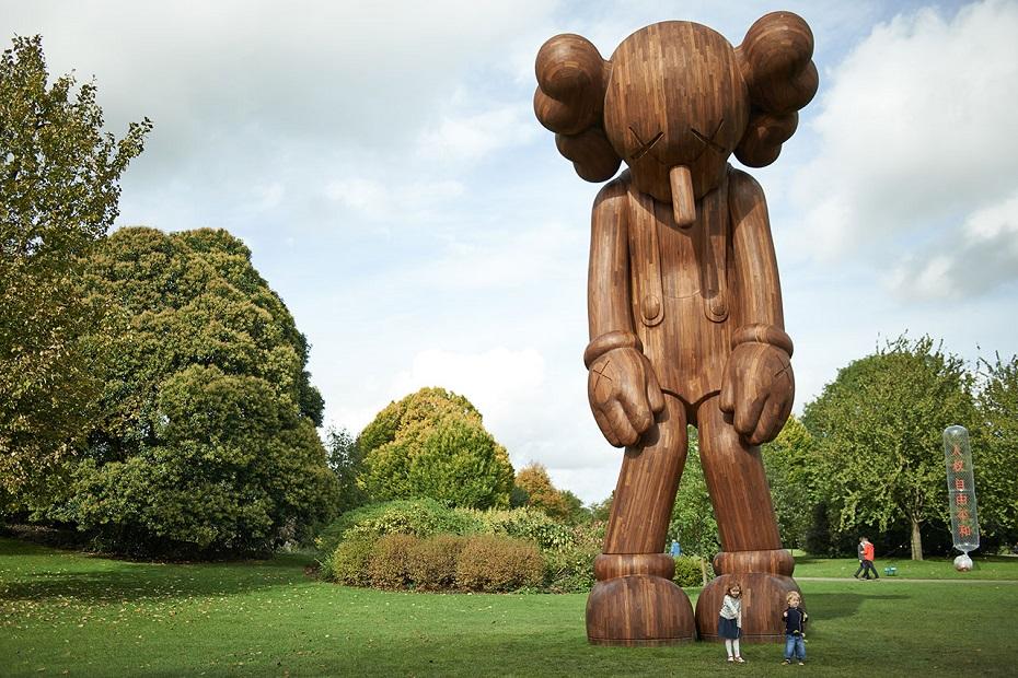 f9_kaws_at_yorkshire_sculpture_park_small_lie_2013